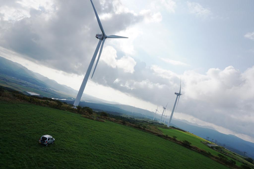 上ノ国町 北海道夜明けの塔 風車とジムニー