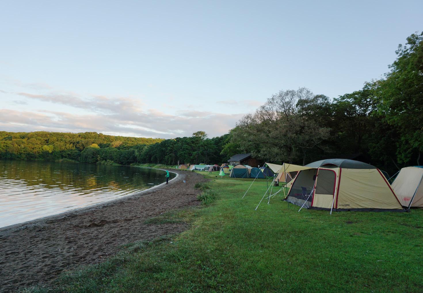 東大沼キャンプ場-湖畔キャンプスペース