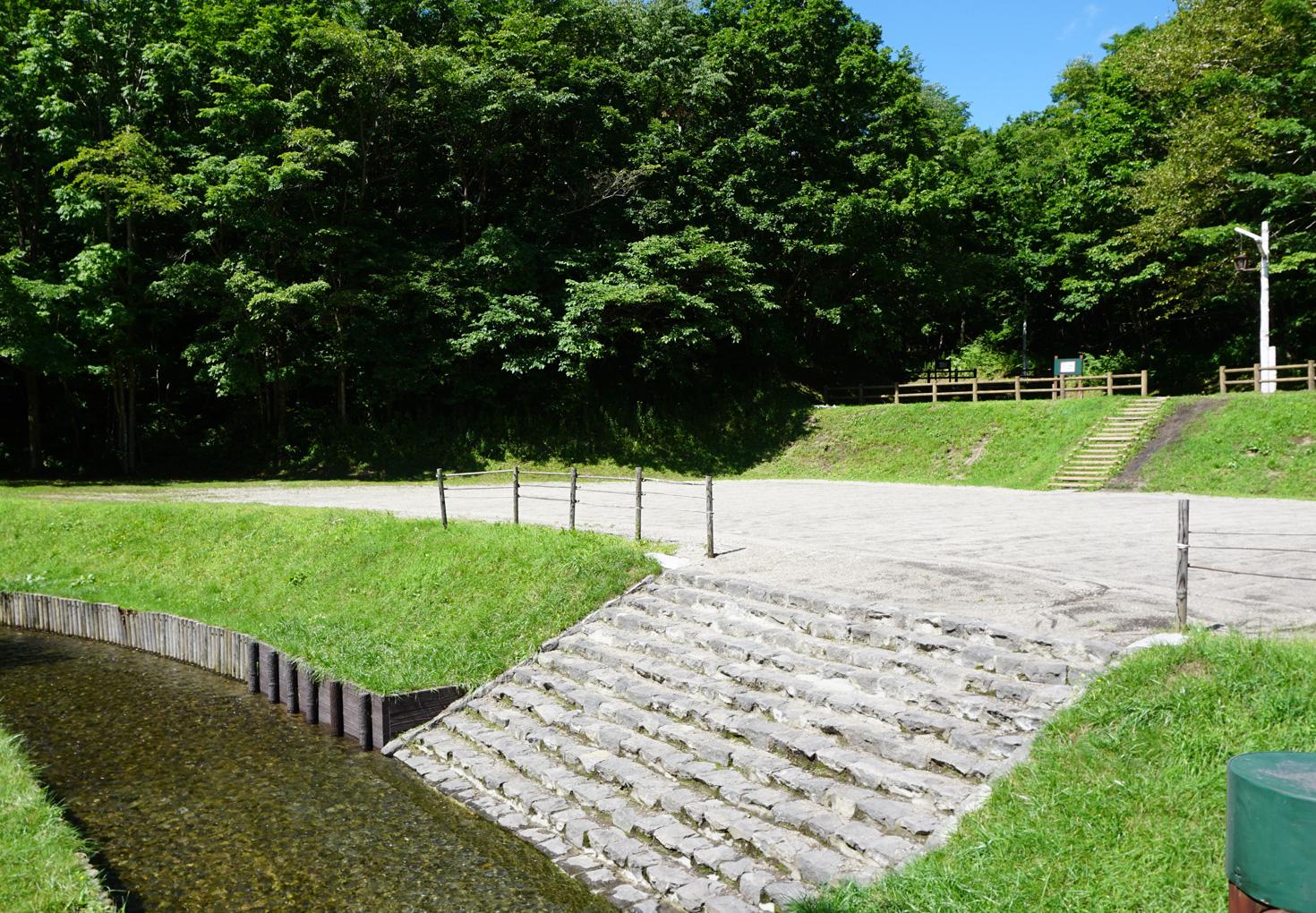 千歳市泉沢自然の森キャンプ場小川