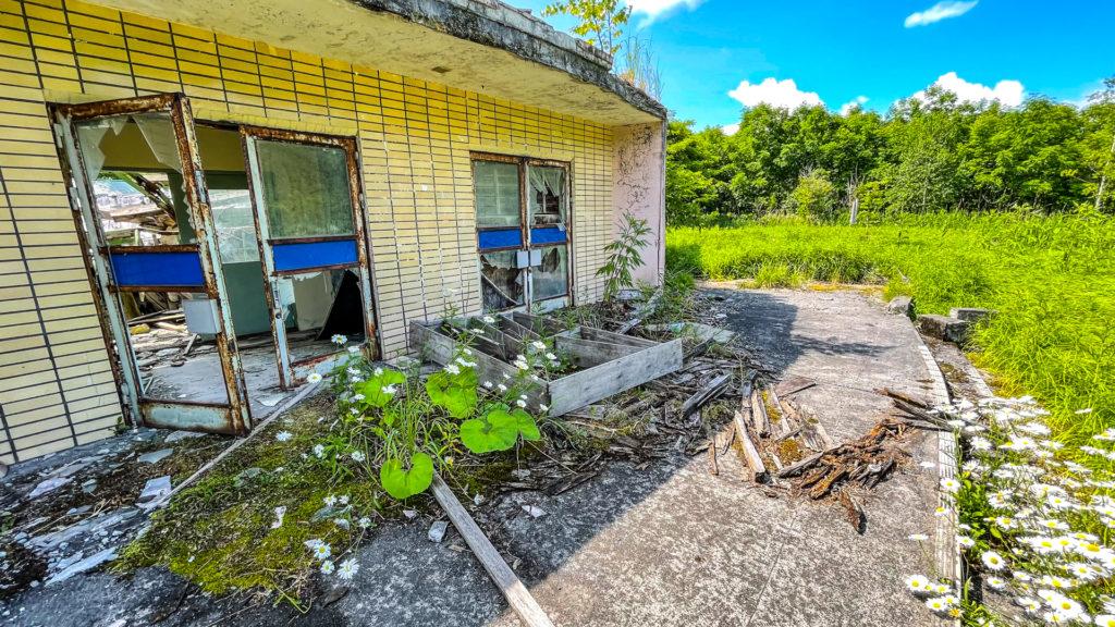 太陽小学校 (はぼろ緑の村) 体育館入り口