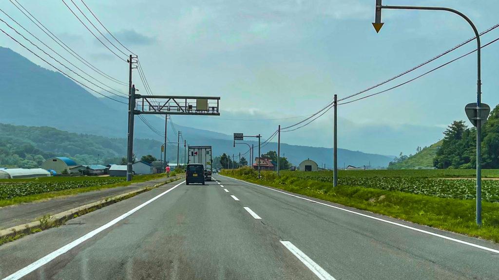 北海道のオービス スピード取締り用センサー(中山峠付近)