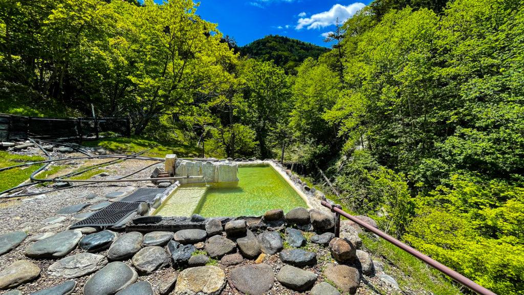 幌加温泉 鹿の谷 露天風呂全体