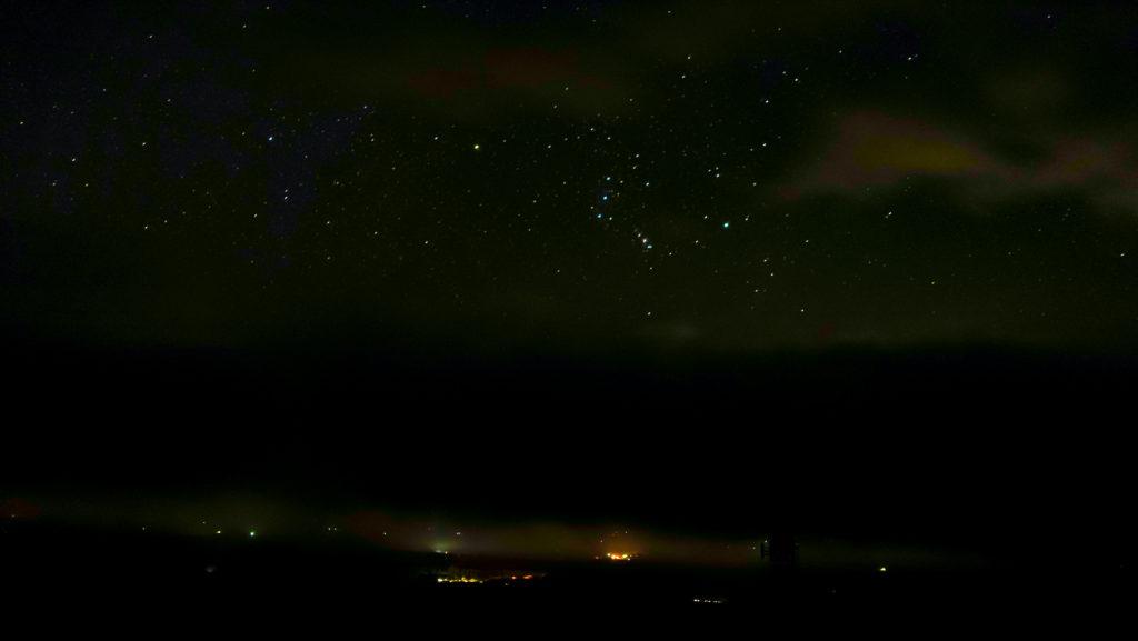 開陽台 ウシ空のキャンプ場 星空の夜空